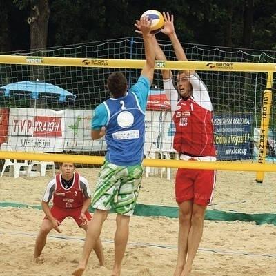 W czerwonych koszulkach zwycięzcy Tomasz Wieczorek (w bloku) i Dawid Popek (z lewej) Fot. Artur Bogacki