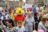 Poznań: Parada Pokoleń przeszła ze Starego Rynku na plac Wolności [ZDJĘCIA]