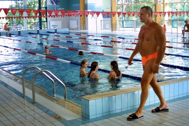 Gmina przekaże starostwu 200 tys. zł na basen pod warunkiem, że uczniowie szkół podstawowych i gimnazjalnych z gminy będą korzystać z nauki pływania za darmo.