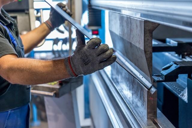 Praca tymczasowa wciąż jest najbardziej popularna na stanowiskach produkcyjnych. Wypracowują oni  71 procent wszystkich godzin pracowników tymczasowych - wynika z danych PFHR