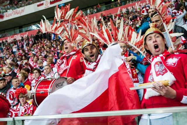 Stadion PGE Narodowy to dom reprezentacji Polski. Odkąd powstał, Biało-Czerwoni tylko na nim rozgrywają mecze o punkty eliminacji mistrzostw świata lub Europy. Te drugi rozgrywki właśnie się skończyły, a Robert Lewandowski i spółka wyśrubowali rekord domowych meczów bez porażki, jeśli chodzi o drużyny narodowe.