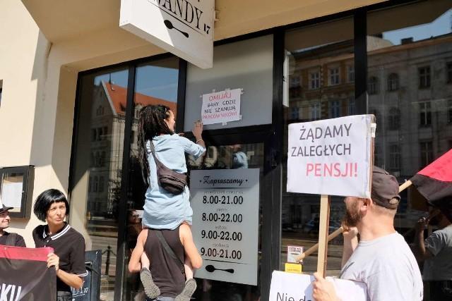 Poniedziałkowa manifestacja miała na celu zwrócenie uwagi na problem byłych pracowników właściciela restauracji.