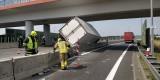 Ciężarówka wywrócona na A1 w powiecie będzińskim ZDJĘCIA