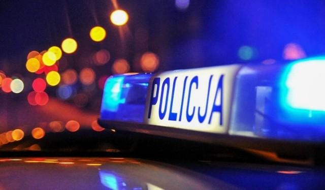 Policjanci apelują o ostrożność i nieprzekazywanie nikomu pieniędzy.