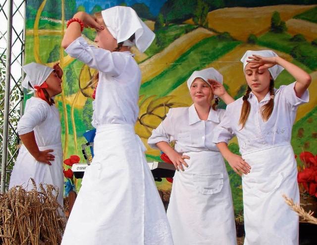 Uczniowie z Ostrowa przypomnieli dożynkowe obrzędy