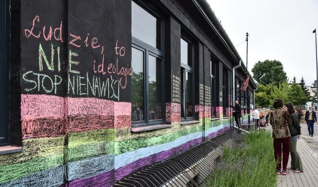 Kredowa akcja na budynku Galerii Labirynt w Lublinie