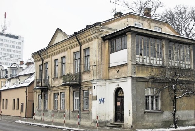 Zabytkowa kamienica Kościów przy ul. Słonimskiej 15 powstała w 1899 roku, w wyniku rozbudowy o jedną kondygnację  domu Ludwiki Olendzkiej.
