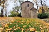 Wszystkie kolory jesieni na Wzgórzu Zamkowym w Cieszynie. Warto wybrać się na spacer po tym magicznym miejscu