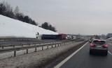 Uwaga! Ciężarówka wywróciła się na A4: wielki korek w Jaworznie