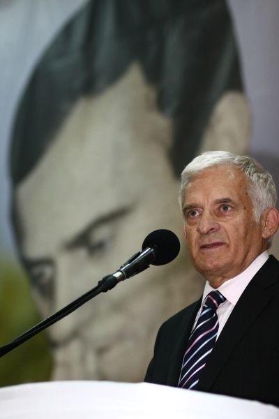 Jerzy Buzek wcześniej złożył kwiaty pod pomnikiem ks. Jerzego Popiełuszki