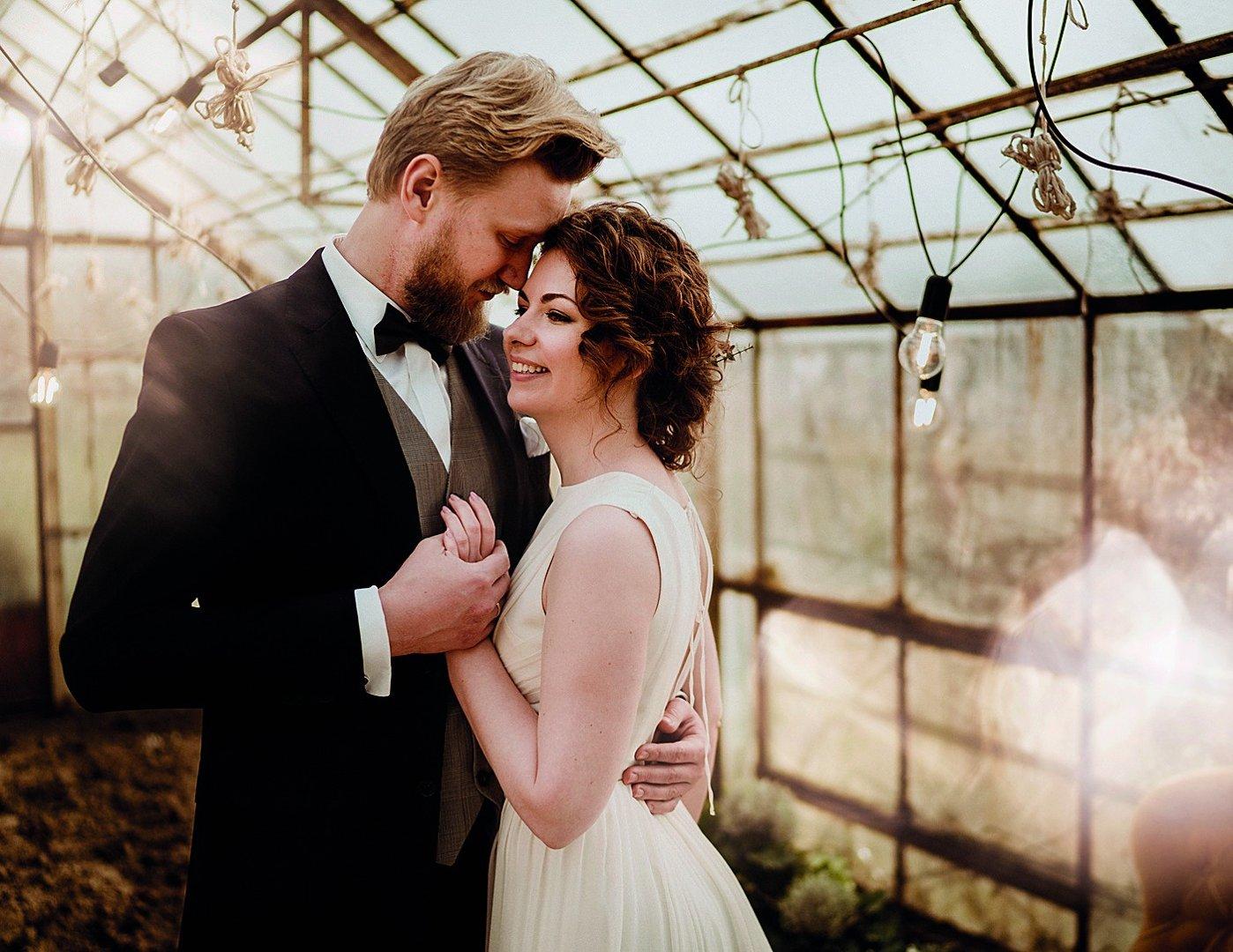 8c9c62dd55 Fotografowie z jaworznickiego studia PrimePhoto potrafią wyszukać niezwykłe  miejsca na plener ślubny. Na zdj.