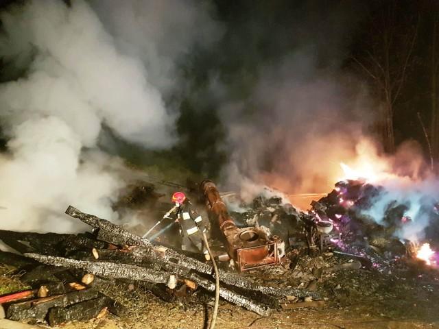 Działania 13 zastępów i 41 strażaków trwały ponad siedem godzin