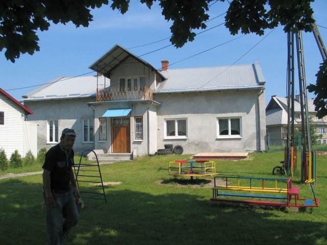 Od 1989 roku ochronka mieści się w niewielkim budynku w sąsiedztwie kościoła parafialnego w Grębowie.