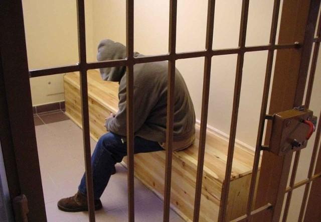 19-latek trafił do policyjnego aresztu