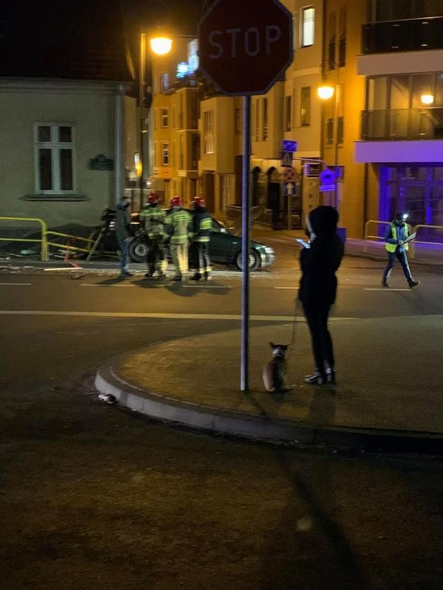 Wypadek na skrzyżowaniu Pochyłej z Sikorskiego w Bytowie. Jedna osoba trafiła do szpitala.
