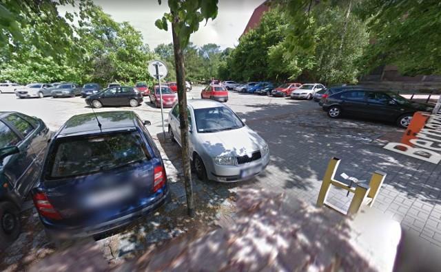Parking dla urzędników przy Bernardyńskiej zostanie zlikwidowany