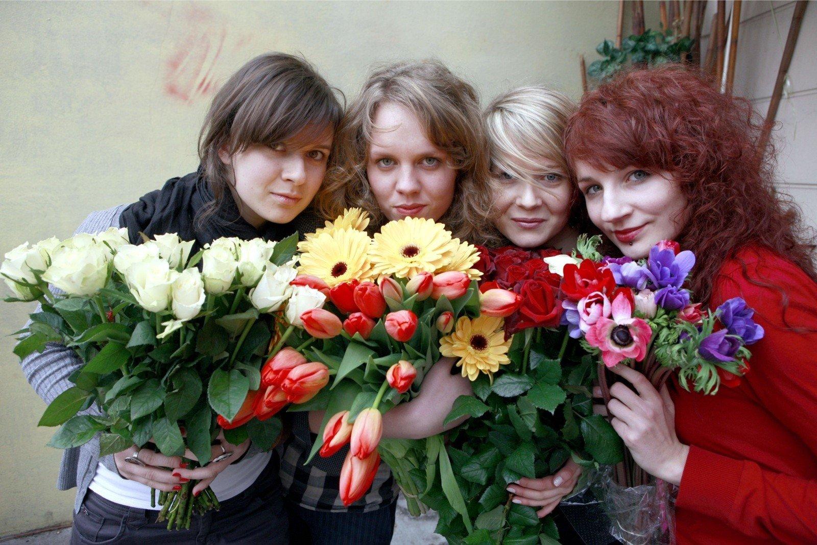 Jakie Kwiaty Na Dzień Kobiet Co Symbolizują Kolory Kwiatów Jaki