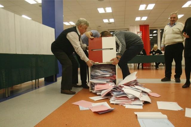 Wybory samorządowe w 2014 roku wywołały kontrowersje. Jeszcze nigdy nie oddano tylu głosów nieważnych. Najczęstszym błędem było stawianie więcej niż jednego krzyżyka w tzw. książeczce.