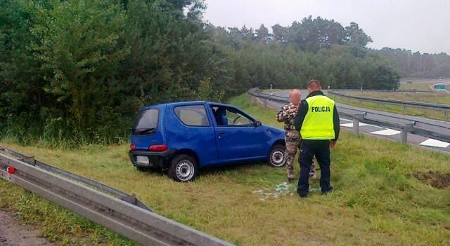 Fiat wypadł z drogi i dachował na wysokości Raculi.