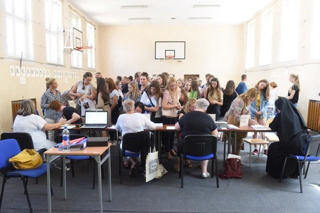 Drugi nabór Poznań: Ważne by po wydrukowaniu podpisać wniosek i zanieść go do szkoły pierwszego wyboru.