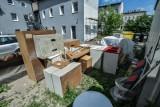 Lokatorzy z Bydgoszczy nie zgodzili się na nowy czynsz. Właściciel wystawił im meble na podwórko