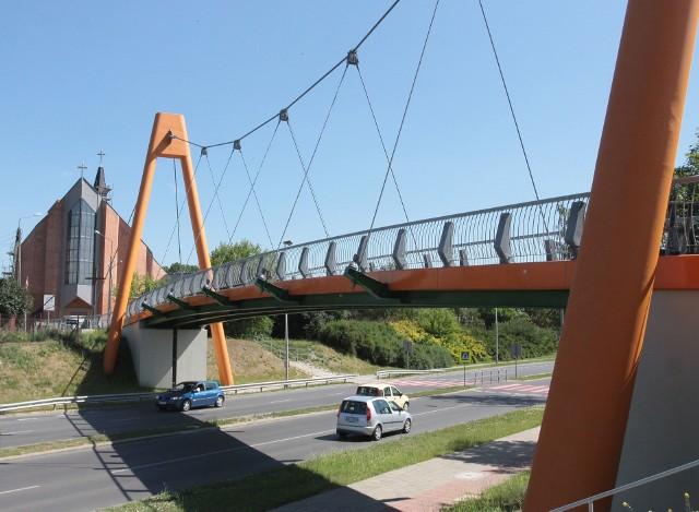 Projekt kładki został zaakceptowany przez Miejski Zarząd Dróg i Komunikacji w 2011 roku. Rok później wydano pozwolenie na budowę. Prace kosztowały 3,9 miliona złotych.