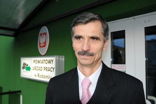 Józefa Bakuła, dyrektor Powiatowego Urzędu Pracy w Radomiu wydał specjalne oświadczenie, w którym odniósł się do zarzutów formułowanych przez Waldemara Trelkę, starostę radomskiego.