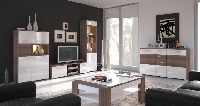 Meble Alvaro w salonieKolekcja mebli Alvaro idealnie skomponuje się zarówno z ciemno-skórzanym kompletem wypoczynkowym, jak i beżową kanapą.