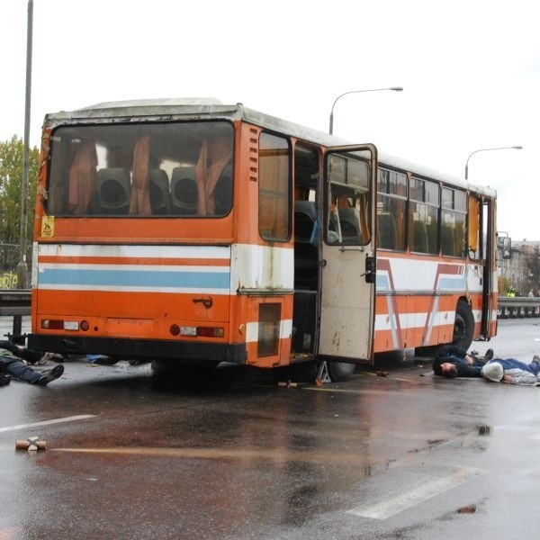 Pożar autobusu jadącego ulicą Dąbrowskiego
