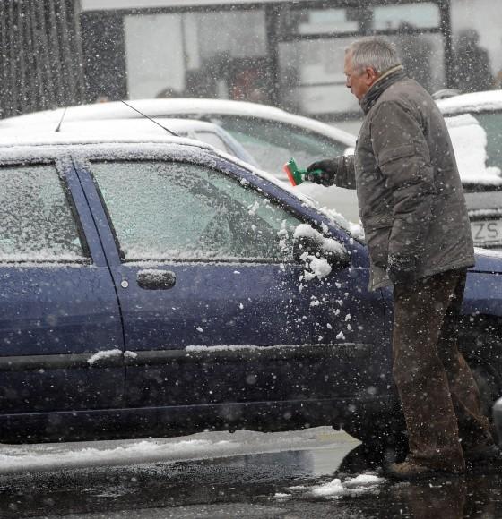 Odśnieżanie stanie się radosną czynnością, gdy Zdzisław Biełowiec wygra w sądzie sprawę o niezgodność z prawem uchwały o strefie płatnego parkowania.