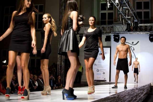 Hitem pokazu okazały się... buty stworzone przez absolwentki Wzornictwa Uniwersytetu Technologiczno - Humanistycznego w Radomiu.