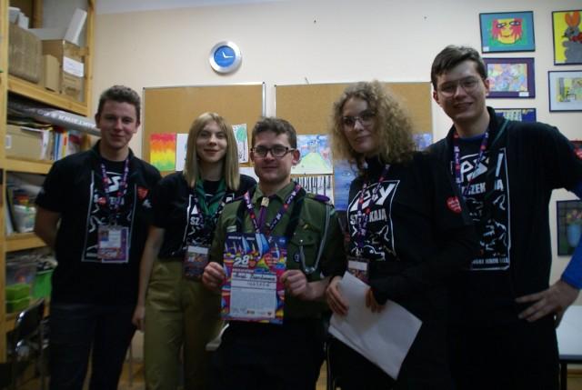 Grupa wolontariuszy z Grójca podczas ostatniego finału. Druga z prawej szefowa sztabu (wówczas i obecnie) Weronika Kowalska.