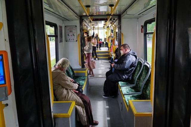 Na przystanku Plac Ratajskiego w tramwaju linii 13 zasłabł pasażer.