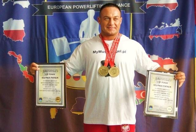 Patryk Szypuła z medalami i dyplomami za występ w Łucku.