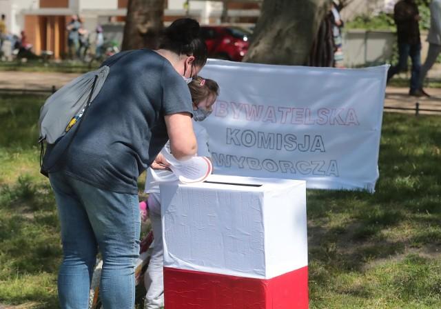 Wybory prezydenckie 2020: Samorządowcy w oświadczeniu odpowiadają rządzącym - to nie nasza wina, że wybory nie odbyły się 10 maja