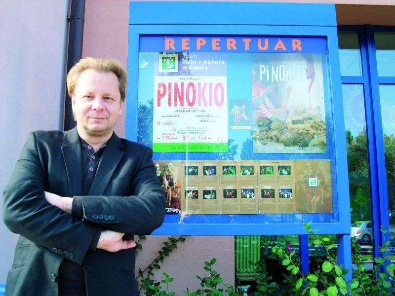 Jarosław Antoniuk, dyrektor teatru zaprasza widzów na spektakle.