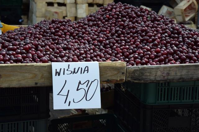 Targowisko w Nowej Soli, środa, 4 sierpnia. Nie brakuje owoców z okolicy. Zobacz ceny na kolejnych zdjęciach. Kliknij w zdjęcie i przejdź do galerii>>>>