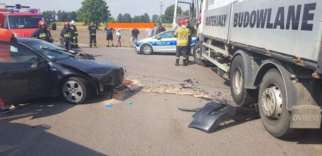 Wypadek w Sierakowie. Samochód osobowy zderzył się z ciężarówką