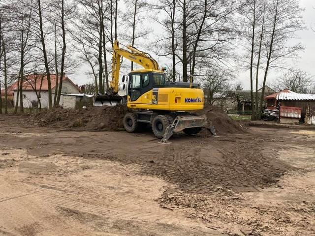 Trwają już prace budowlane w centrum Józefowa. Powstanie tam nowe miejsce rekreacyjne dla mieszkańców.