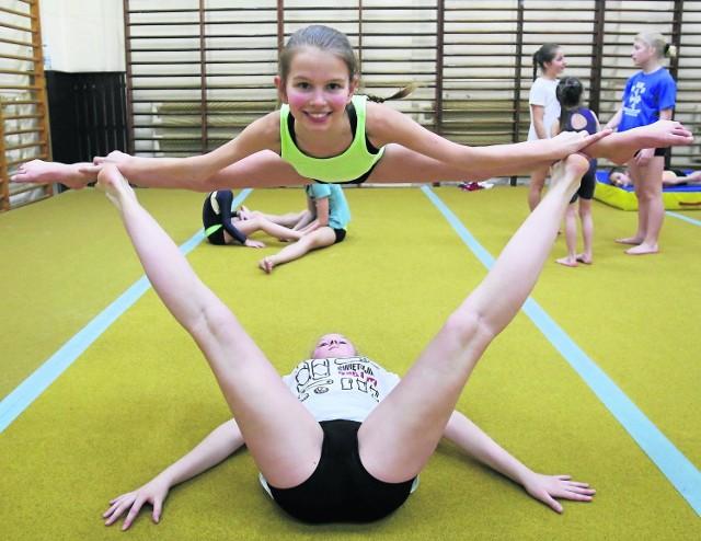 Dla akrobatów takie ćwiczenia to żaden problem ani trudność