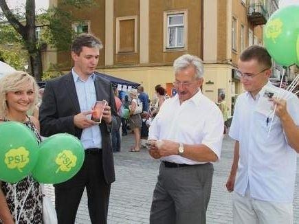 Kandydaci PSL w sierpniu zbierali podpisy na kieleckim deptaku.
