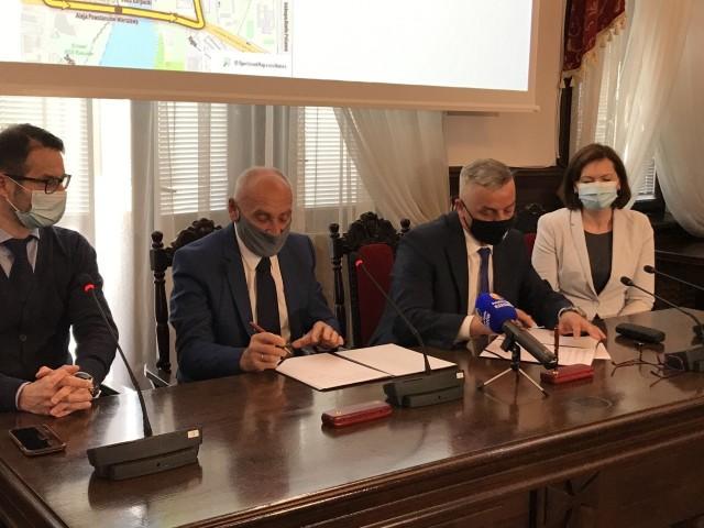 Umowę podpisali Marek Bajdak, pełniący funkcję prezydenta Rzeszowa i Czesław Lang, dyrektor generalny Tour de Pologne. W uroczystości wzięli także udział Ewa Leniart, wojewoda podkarpacki i Tomasz Poręba, eurodeputowany.