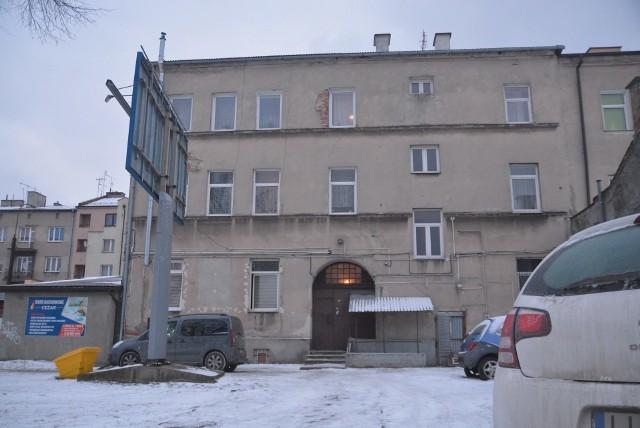 Zwłoki 24-latki odkrył właściciel mieszkania, które wynajmował Artura S. Podejrzany wpadł dwa dni potem.