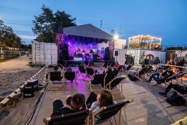 Dla melomanów i stałych bywalców muzycznych festiwali przygotowaliśmy listę najciekawszych, czerwcowych koncertów, które zachęcą do tańca każdego. Wolisz muzykę symfoniczną, elektroniczną, a może rap? Na pewno znajdziesz coś dla siebie. Sprawdź nasze propozycje czerwcowych koncertów.Zobacz kolejny koncert w Poznaniu, poruszając się za pomocą strzałek, myszki albo gestów na smartfonie --->