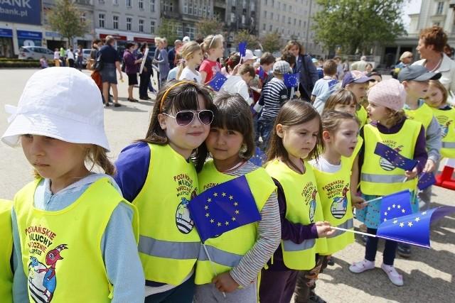 Na poznańskim Placu Wolności rozpoczął się Dzień Europy. Zabawa potrwa do godziny 18.