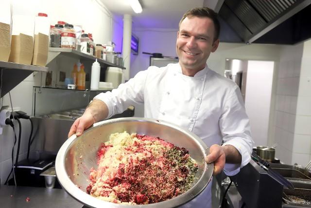Po dania wegetariańskie i wegańskie, które przygotowuje Falla, sięgają 20-40-latkowie, ale też osoby w zaawansowanym wieku...