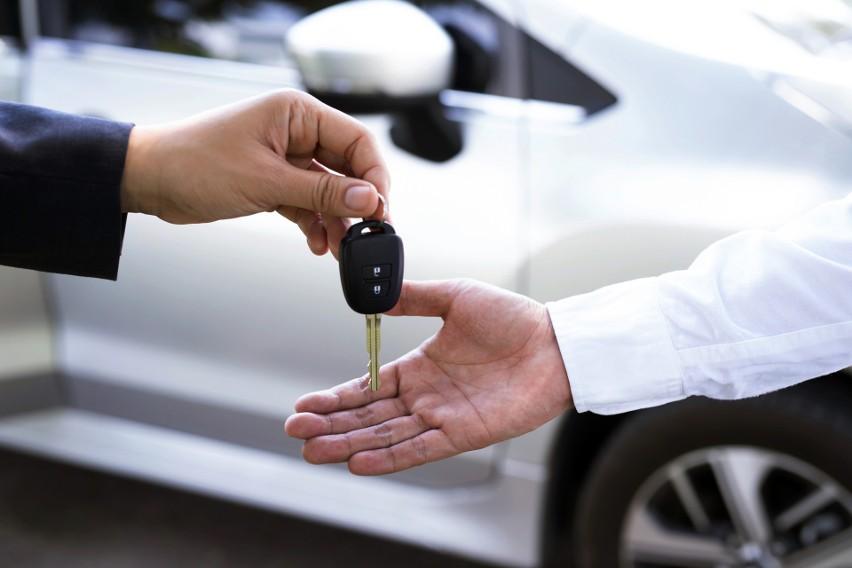 Chcesz kupić używany samochód? Zwróć uwagę na te modele -...