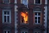 Bytom. Trzeci pożar tej samej kamienicy w pół roku. Strażacy znów gasili ogień przy ul. Witczaka 5