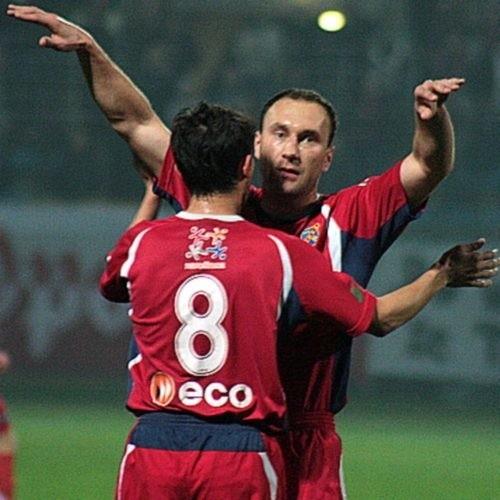 Piłkarze Odry cieszą się z wygranej.