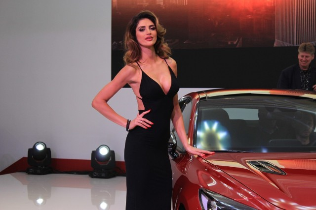 Największe targi motoryzacyjne w kraju to nie tylko szybkie, drogie i eleganckie auta, ale też piękne kobiety. Zobacz najładniejsze hostessy na Motor Show 2017!Przejdź do kolejnego zdjęcia --->